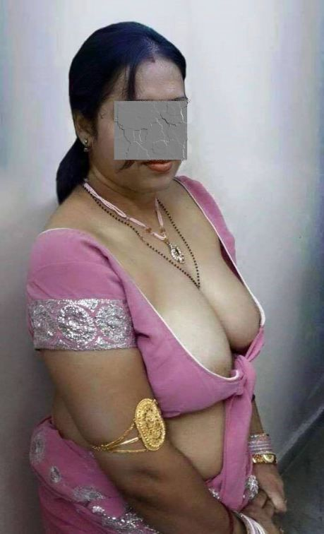 Desi aunty saree broest naken remarkable