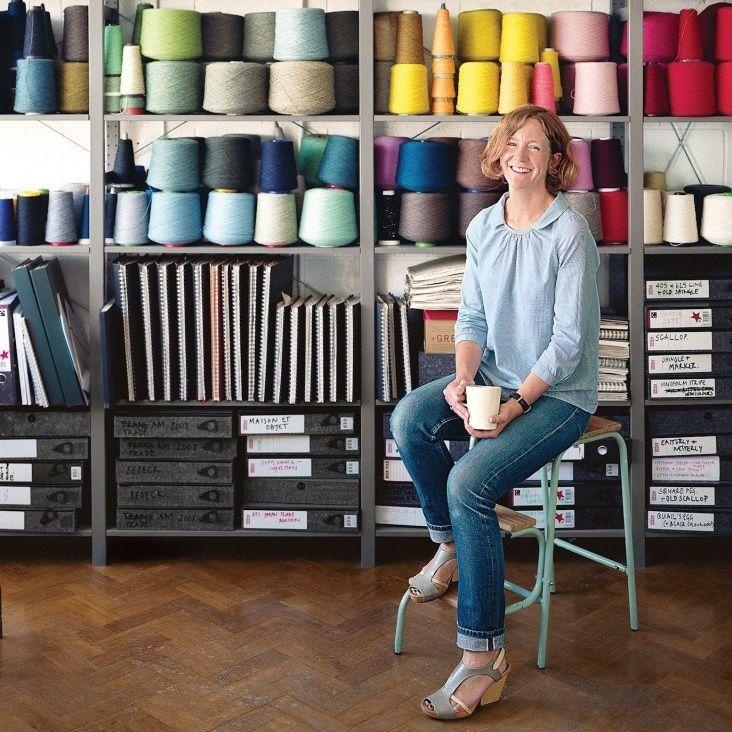 Eleanor Pritchard es una diseñadora textil que sigue la tradición de tejer en el Reino Unido. Produce sus mantas en Carmarthenshire, País de Gales, un molino de piedra de 130 años de antigüedad.  http://www.remodelista.com/posts/eleanor-pritchard-welsh-wool-blankets-and-geometric-upholstery-fabric?utm_source=facebook.com&utm_medium=post