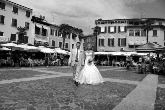 The wedding venue in Sirmione is in this picture perfect square.