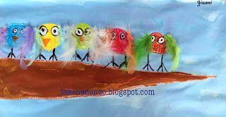 Benodigdheden:  vloeibare waterverf wasco veertjes lijm kwasten wit tekenpapier   Teken met bruine wasco een tak die breed begint en smal toeloopt. Teken vogeltjes op de tak. Zorg dat ze grote witte ogen hebben. Kleur de vogeltjes in met felle kleurtjes wasco. Omlijn de ogen met zwart. Verf de tak en achtergrond met vloeibare waterverf. Laat drogen. Teken pootjes en plak veren aan de vogeltjes.