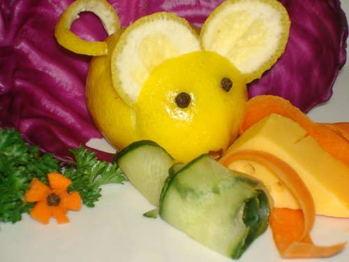 Mouse Garnish with Lemons, Cabbage Leafs, Small Cheese Wedge, Cucumber, Parsley, Lemon Wedge, 1 Carrot & Pepper Corns. #DIY #Party #Food