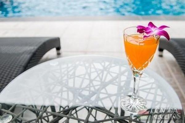 Receita de Licor de laranja em receitas de bebidas e sucos, veja essa e outras receitas aqui!