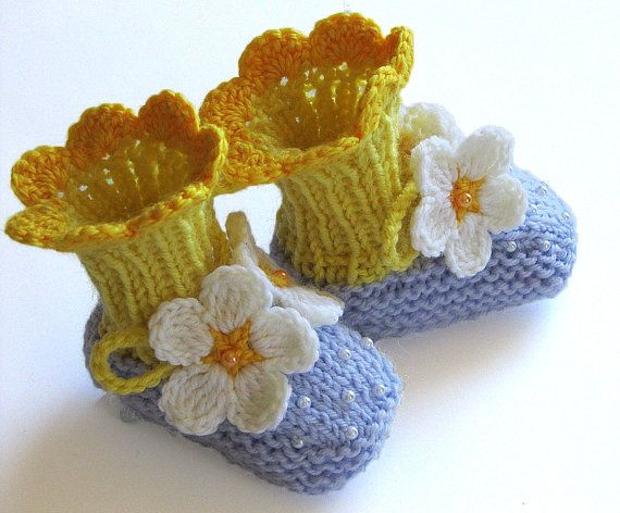 Hand knitted Baby booties Spring Flowers Blue, baby girls booties, baby girls knitted shoes / 4-6M