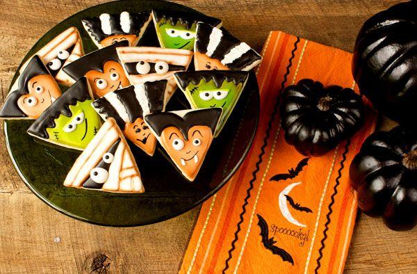 Fun Halloween Treats Monster Cookies via www.thebearfootbaker.com | The Bearfoot Baker  #halloween #Halloweencookies #Halloweentreats #animalcookies #cutehalloween #simplehalloweencookies #decoratedcookies #royalicing #thebearfootbaker