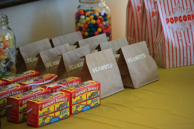 carnival themed birthday party: Theme Birthday Parties, Animal Crackers, Theme Parties, Parties Favors, Carnivals Theme, Parties Ideas, Carnival Parties, Carnivals Parties, Circus Parties