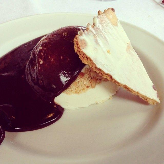 Recordando lo riquísimo que estaba el postre de la comida de ayer...  #ideassoneventos #food #instafood #ñamñam #postre #chocolate #helado #ricorico #galleta #comida #comidafamiliar #asturias #dulce #sweet #vacaciones #holidays #disfrutar #quericoestaba #parachuparselosdedos