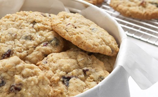 SNACK: Oatmeal Cookies with Cherries & Berries. 130 calories/cookie. #EpicureWLW