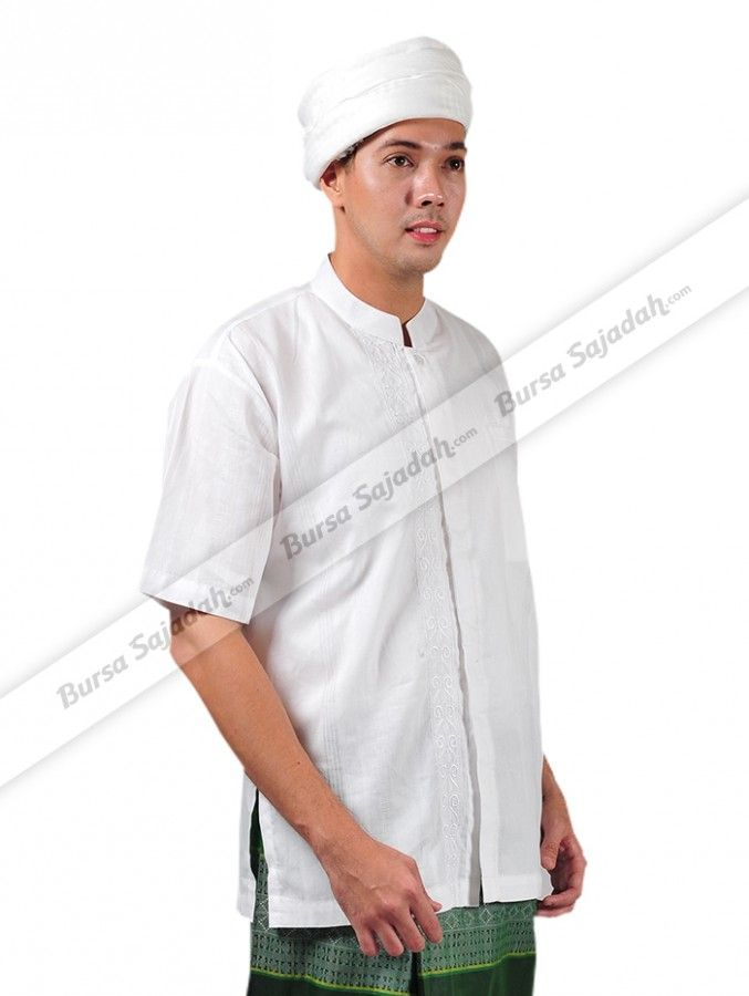 Selain memiliki motif vertikal yang simple & classy, Baju Koko Pendek DB Sykava juga nyaman dipakai karena menggunakan bahan katun dobby yang terasa dingin dan halus. Busana muslim pria berwarna putih yang fashionable ini sangat pas bagi Anda yang dewasa ataupun remaja untuk melengkapi & memperindah penampilan saat beribadah.