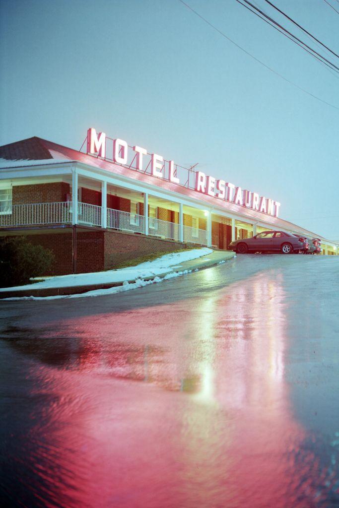 Nach dem Besuch bei Diane Holt war Joanna direkt ins Motel gefahren. Sie versuchte, sich zu entspannen, doch es wollte ihr nicht gelingen. Immer wieder plagten sie dieselben Fragen, auf die sie keine Antwort fand. Was bedeutet ASH?