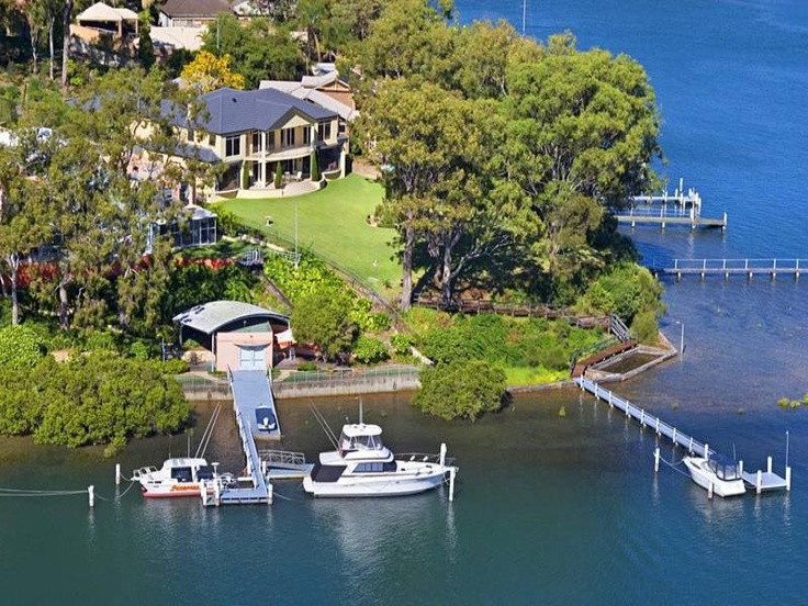 Daleys Point house: aerial view of lot.