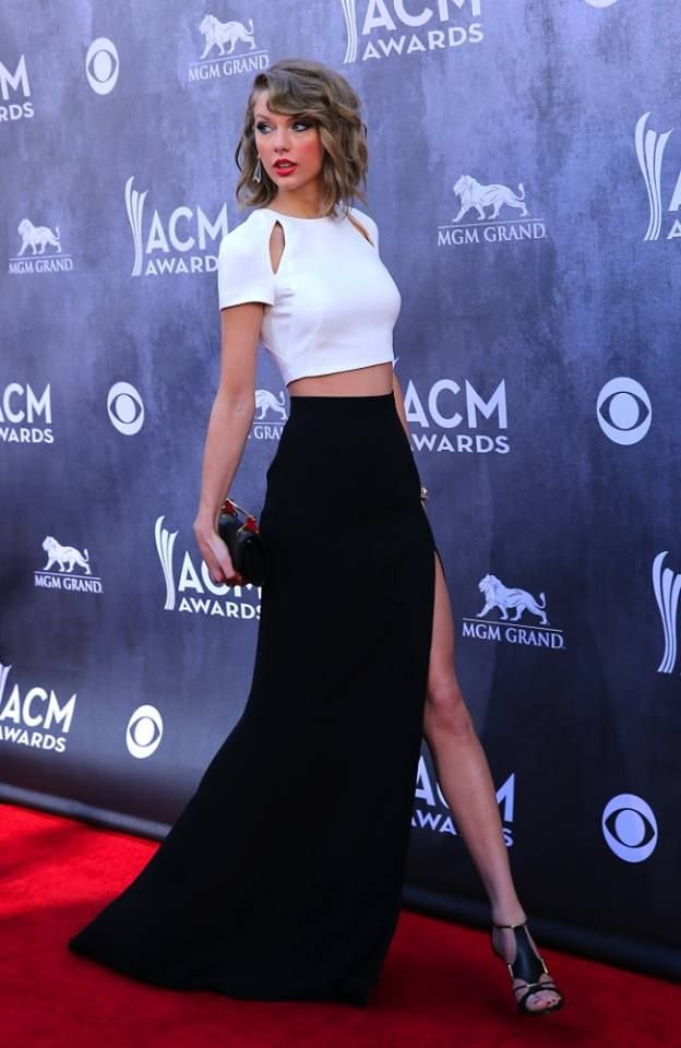 Taylor Swift stole the show at the 2014 #ACM Awards red carpet by flashing some serious leg in her thigh-high split skirt.