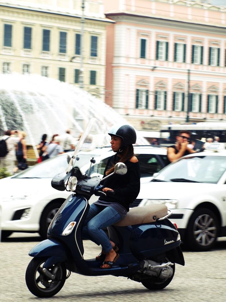 Vespa, Piazza de Ferrari