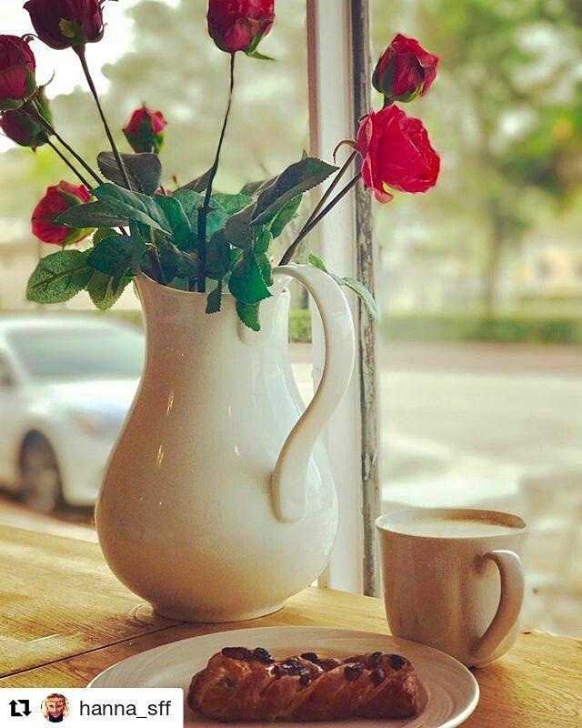 Credit to #hanna_sff  ・・・ Утро понедельника может быть очень даже ароматно-красивым☕️🥐 Нужно лишь встать на часик раньше обычного и заехать по пути на работу в кафешку, которую ты проезжаешь каждый раз и удивляешься огромному кол-ву посетителей в ней, хоть находится она возле железнодорожного переезда вдоль обычной дороги.  В чем секрет? В ароматном и действительно вкусном кофе и свежайшей выпечке.  А вкусный кофе в Америке найти среди всех тех помоев, которые они тут пьют очень сложно😆 Ну…