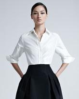 Carolina Herrera... ¡y es una camisa blanca y una falda negra!... ¡impecable!
