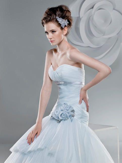Výsledky obrázků Google pro http://my-biggestday.com/wp-content/uploads/2011/01/gorgeous-Anjolique-wedding-dresses-2.jpg