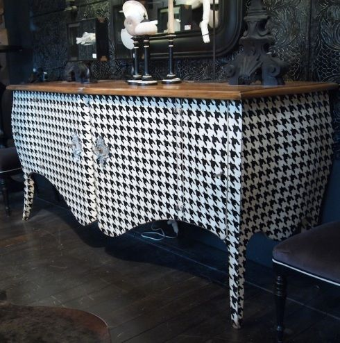 houndstooth patterned chest