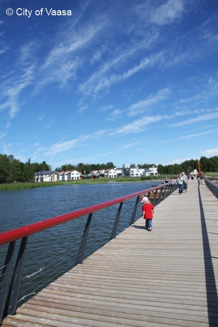 Suvilahti Walking Bridge @ Vaasa. www.visitvaasa.fi. Photo: Jenni Tuliniemi.