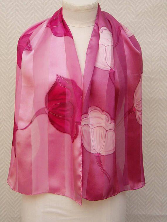 Echarpe, étole, foulard tulipes rose et bordeaux en mousseline et satin de soie peint main