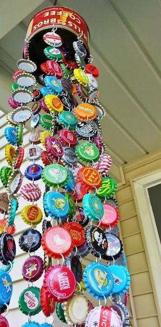 Great #windsock made with #bottle #caps! #can #hostelgeeks #recycle #up-cycle #eco-hostel #cap #bottle #windsock #DIY #garden #deco #reuse