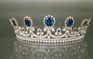 Crown and tiaras - royal tiara photos.jpg