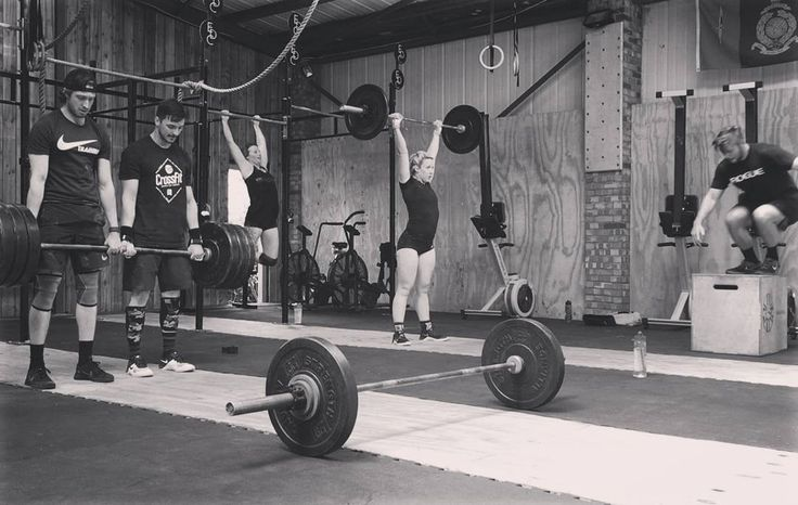 The European Championships WOD 3 going sown yesterday.  Death by.... Partner DL 140kg Thrusters 30/42.5 Box Jump Overs  Toes to bar  Man that got spicy!  #TEC @crossfitcolchester #edccrossfit #crossfit #crossfitcompetition #theeuropianchampionship