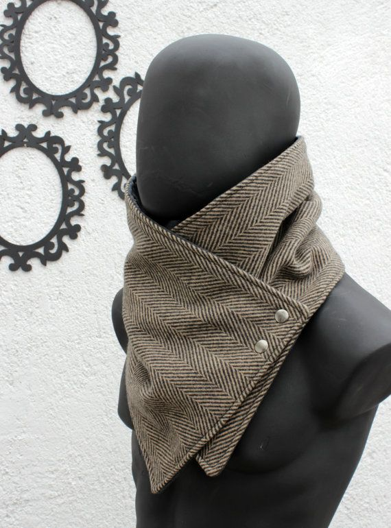 The perfect gift for your boyfriend, husband, best friend, brother, etc.  This neckwarmer is very cozy and trendy. Fully lined,so dont itch :)  The outside is black and brown herringbone wool,classy and the highest quality, ultra soft and warm. The inner side is grey polyamide,IT IS NOT FLECEE; the polyamide is much better quality fabric, very soft and warm and besides keep looking good as new after wash and wash. Fasten your cowl scarf with two metalic snaps in old gold color.  Size S-L…