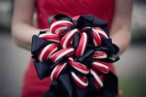 candy cane bouquet! I'm really liking this idea! (For the little ones)