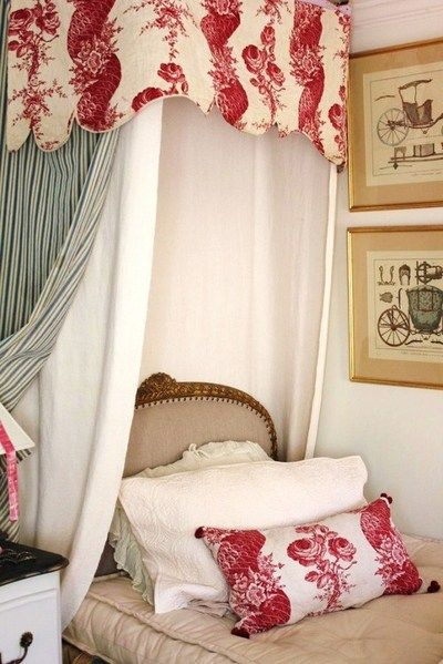 i love this lookFrench Bedrooms, Guest Bedrooms, Toile, White Beds, Vintage Bedrooms, French Country, Luxury Bedrooms, Fleas Marketing Finding, Beds Nooks