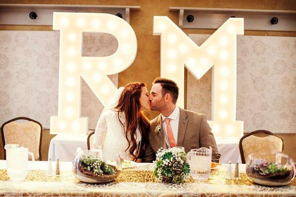 Letras gigantes para boda luminosas #bodas #ElBlogdeMaríaJosé #LetrasGigantes #TendenciasBoda #DecoraciónBoda