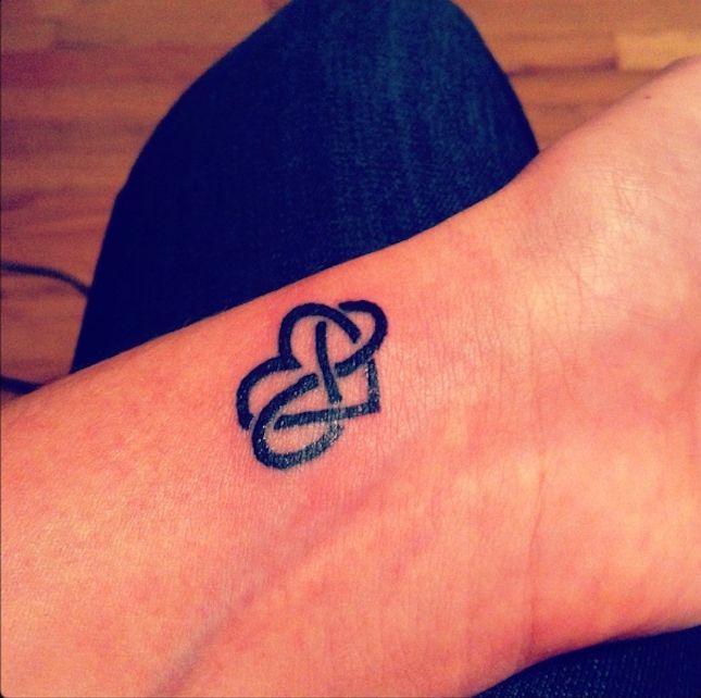 Les 25 meilleures id es de la cat gorie tatouage amour ternel sur pinterest symbole d - Symbole amerindien tatouage ...