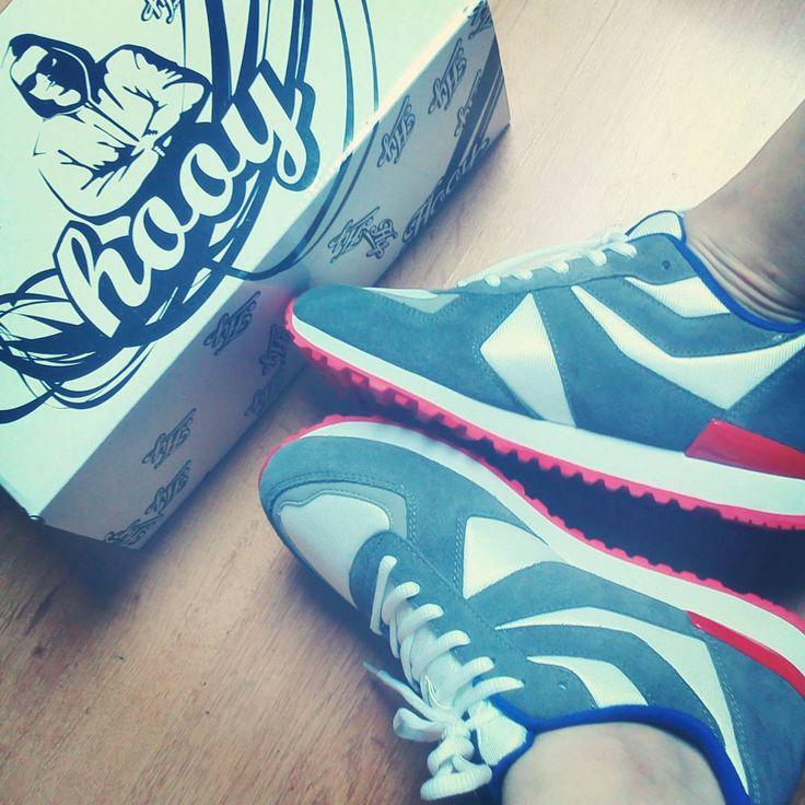 Pierwsze wrażenie: buty są bardzo wygodne, stylowe, świetnie prezentują się na nogach.Mi przypadła do testów wersja biało-szaro-czerwona, kolory świetnie ze sobą współgrają ;) Buty Idealnie nadają się do uprawiania sportu: biegania, jazdy na rowerze, gier zespołowych. Chcę je sprawdzić w każdej sytuacji - zaczynam testowanie! http://shop.hooy.eu/glowna/13-buty-sportowe-hooy-spider-201402-004.html  #hooy #testowanie #buty