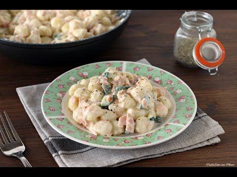 Gnocchi cremosi con salmone e zucchine
