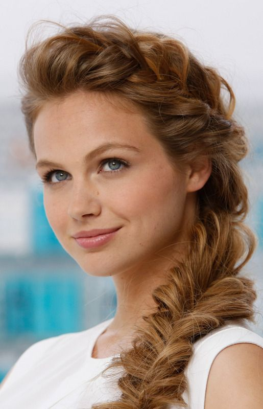 Love this side braid with the fancy braid down the side + minimal make up. She's hot.