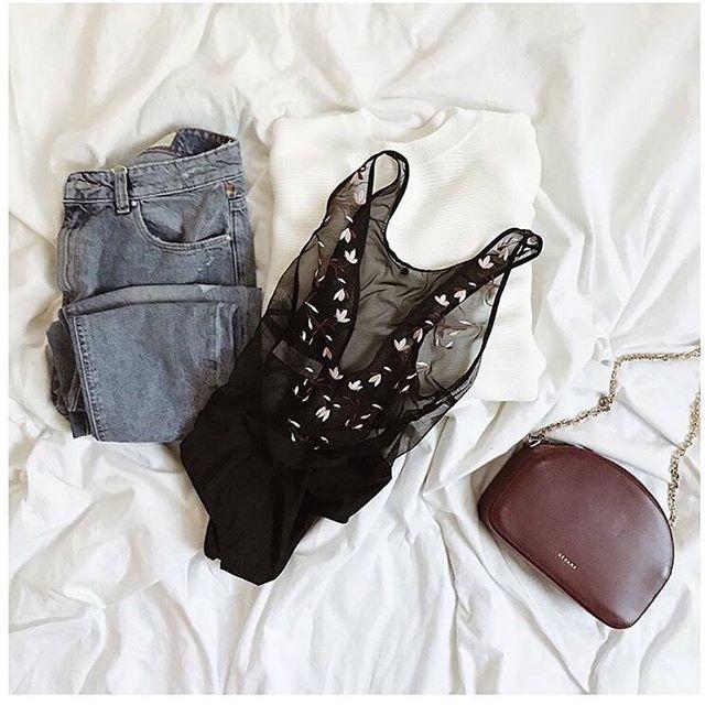 T'es déguisé en quoi ? Bah en body Malou 🎃🕸👻 📸 @blackwhite_loving  #ootd #party #girlsinparis