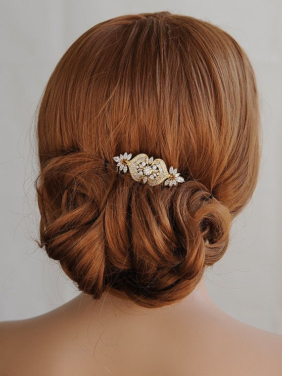 This is an Original Design by Glamorous Bijoux®   Amazing bridal hair comb features an Old Hollywood style with intricate details. Created with luxurious marquise cut cubic zirconia set in a metal setting and embellished with a lovely crystal halo to create a very glamorous yet unique vintage style look. Carefully placed onto a comb on the back for easy placement. Measurements: The decorative crystal focal point measures roughly 2-3/8 long and a little over 7/8 at its widest point.   ❥ Hair…