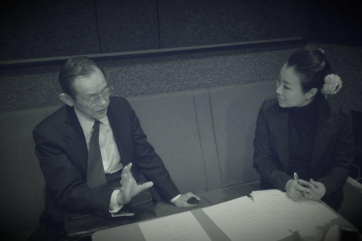 ナビゲーターのNPO法人漱石山房・理事長の近藤祐司さんと源川瑠々子