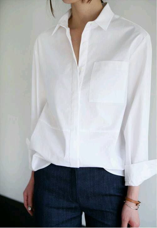 Белая женская рубашка мужского кроя