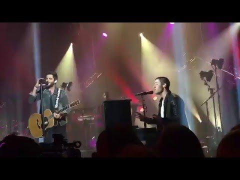 #Nick Jonas Performs New Song 'Chainsaw' at CMT Crossroads with Thomas Rhett --- More News at : http://RepinCeleb.com  #celebnews #repinceleb #CelebNews