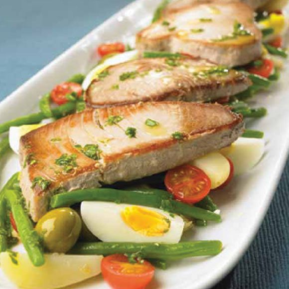 Filetes de at n a la plancha con ensalada de jud as verdes - Ensalada de arroz con atun ...
