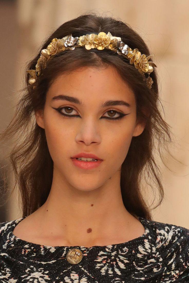 Capelli da dea greca come alla Chanel Cruise