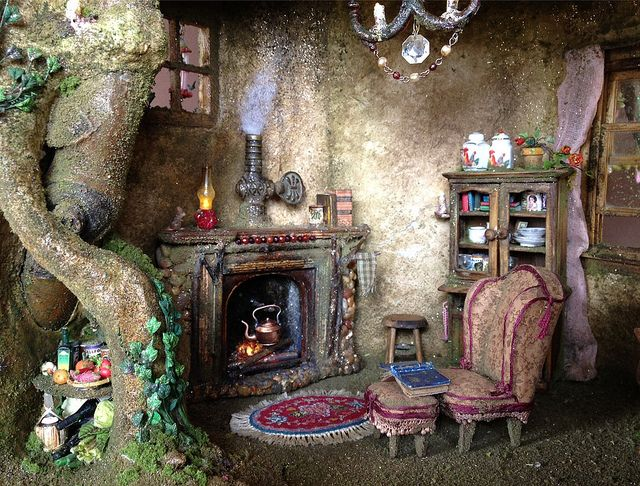 Fairy house tree trunk dollhouse miniature by Torisaur- lots of great pictures of the process