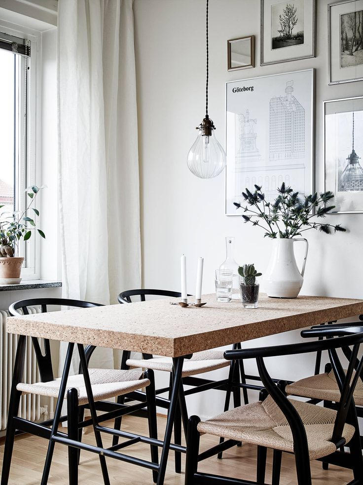 black wishbone chairs and a cork table in the kitchen / stadshem.