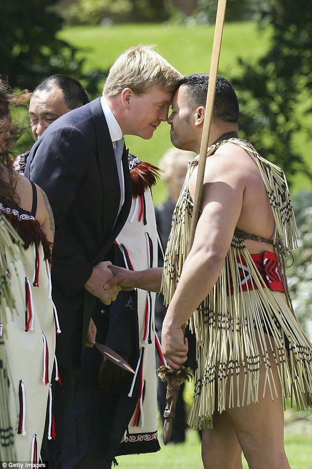 King Willem-Alexander received a Hongi greeting