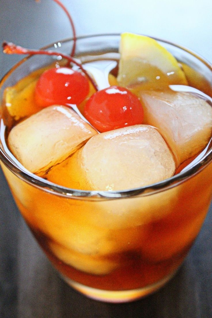Old Fashioned cocktail: ricetta del drink a base di whisky, angostura, bitter http://winedharma.com/it/dharmag/febbraio-2015/old-fashioned-ricetta-storia-e-ingredienti-del-mitico-cocktail-americano-base-
