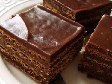 Μια συνταγή για ένα λαχταριστό σοκολατένιο γλυκό με μπισκότα με γεύση σοκολάτας και νουτέλα. Ένα γλυκό που θα αγαπήσουν μικροί και μεγάλοι λάτρεις της σοκο