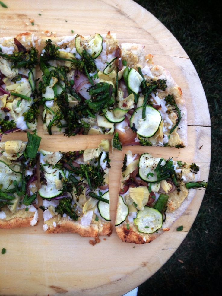 Ultra-Thin-Crust Pizza With Onions, Mushrooms, And Ricotta Recipes ...