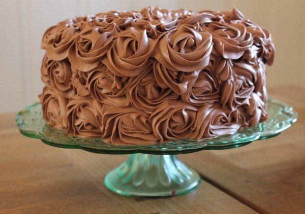 Sjokoladekake med bringebærmousse | Let's Bake