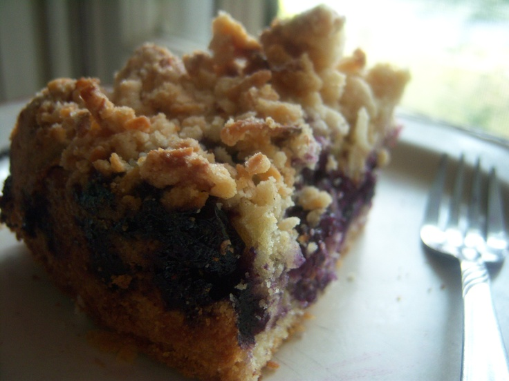 Blueberry Monster-Crumb Cake ~ so yummy! This cake smells like pie ...