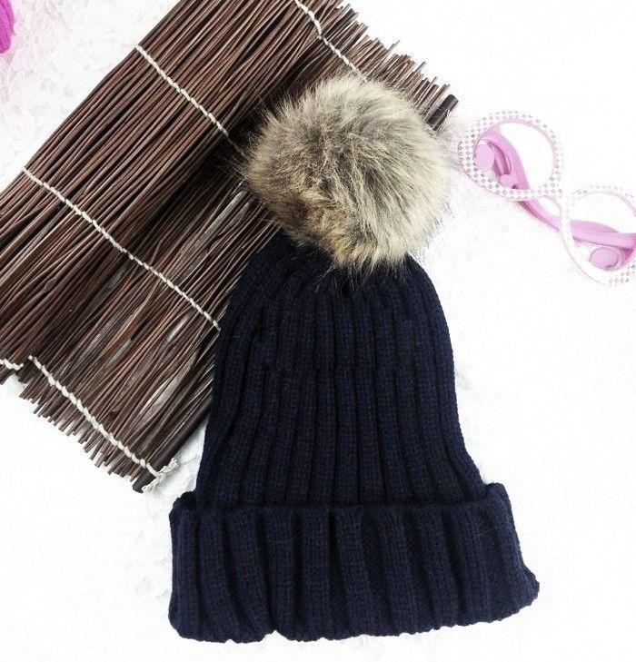 Dámská teplá zimní pletená čepice s bambulí ČERNÁ Na tento produkt se vztahuje nejen zajímavá sleva, ale také poštovné zdarma! Využij této výhodné nabídky a ušetři na poštovném, stejně jako to udělalo již velké množství …