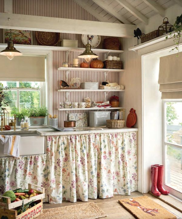 Ciao Newport Beach Laura Ashley S Back Country House Decor Chic Kitchen Shabby Chic Kitchen